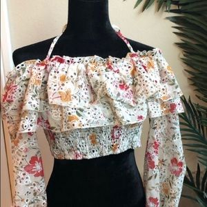 Crop top with flowery ruffle details 🌸🍂